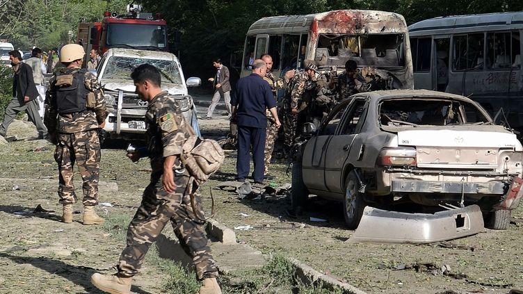 Kaboul(Afghanistan), 11 juin 2013. Le kamikaze a fait exploser son véhicule contre un bus dans lequel se trouvaient nombre d'employés de la Cour suprême. (DAUD YARDOST / AFP)