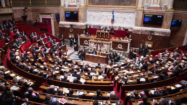 (Tous les groupes d'intérêt qui interviennent auprès des parlementaires devront être inscrit dans un fichier public © CHAMUSSY/SIPA)