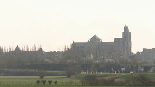 La cathédrale de Dol-de-Bretagne vient de recevoir un don de 148 000 euros de la part de Ken Follett, un écrivaingallois. (CAPTURE ECRAN FRANCE 3)