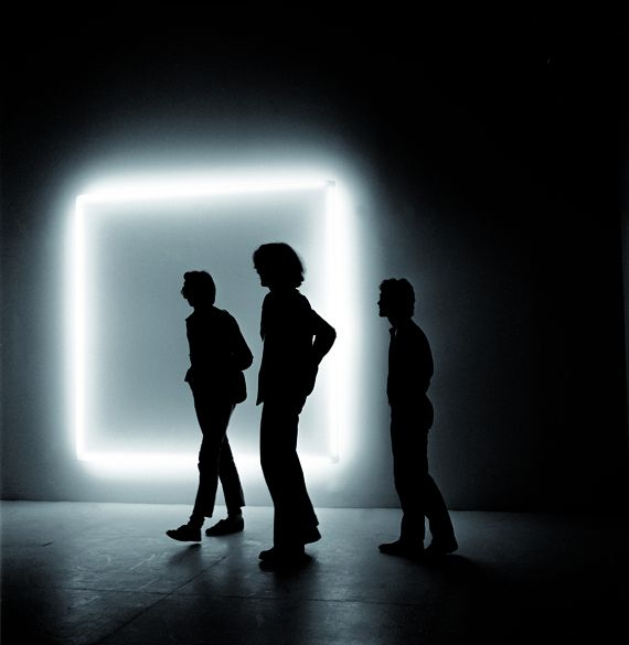"""Douglas Wheeler, """"Light Incasement"""", 1971. Néons, Plexiglas. 233 × 233 cm. Aix-la-Chapelle, Collection Ludwig, Ludwig Forum für Internationale Kunst. (PHOTO STEDELIJK MUSEUM AMSTERDAM)"""
