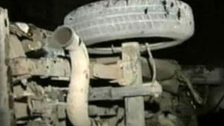 Un véhicule retourné à la suite d'un raid israélien à Gaza (France 2)