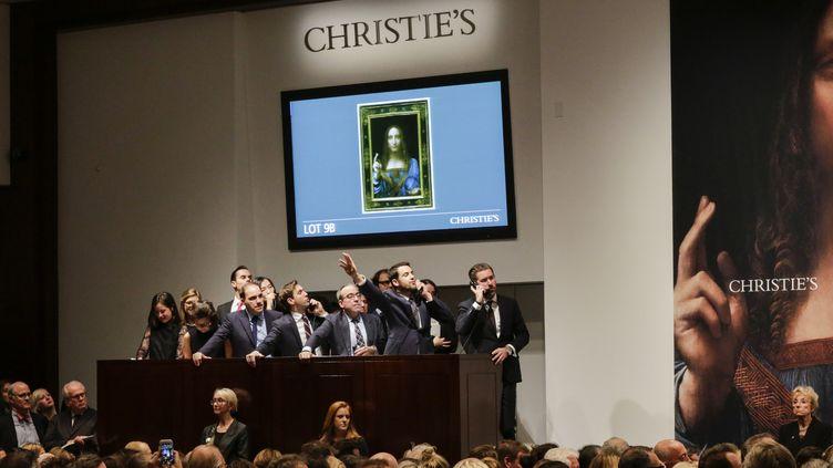 """La vente du tableau de Léonard de Vinci """"Salvator Mundi"""" le 15 novembre 2017 chez Christie's.  (EDUARDO MUNOZ ALVAREZ / GETTY IMAGES NORTH AMERICA / AFP)"""