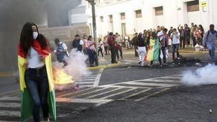Des Boliviens manifestent devant le tribunal électoral départemental de Sucre, le 22 octobre 2019. (JOSE LUIS RODRIGUEZ / AFP)