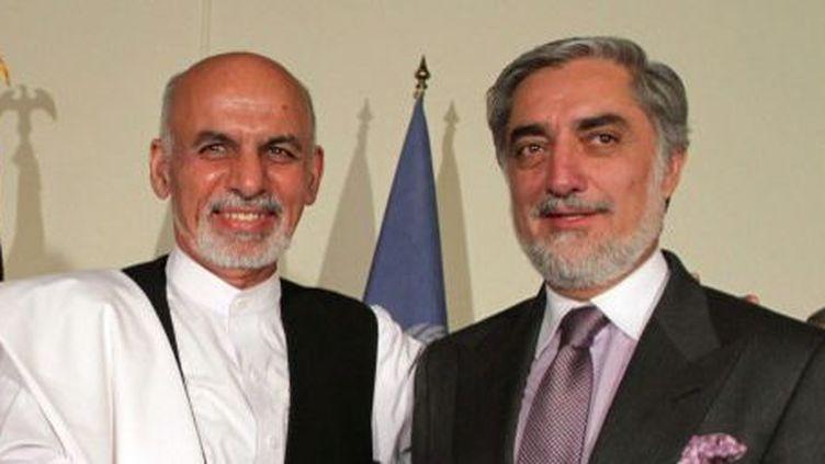 Ashraf Ghani (à gauche) et Abdullah Abdullah (à droite) se sont mis d'accord le 12 juillet 2014 pour lancer un audit des 8 millions de votes du pays. (Haroon Sabawoon - Anadolu Agency)