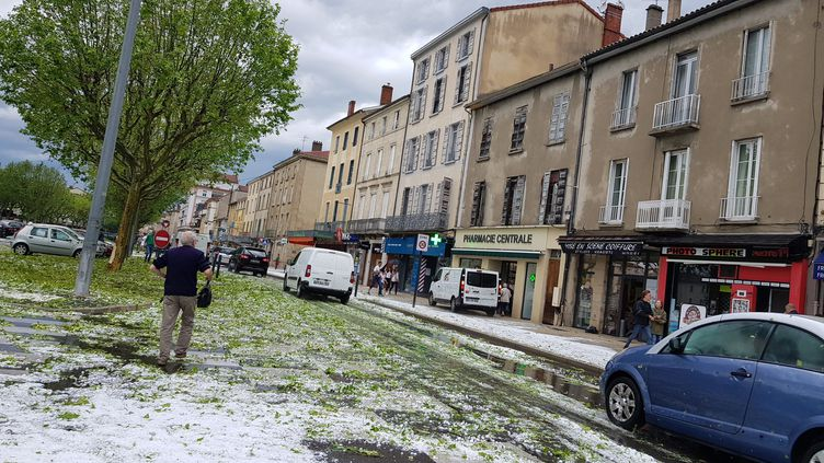 Un violent orage de grêle s'est abattu à Romans-sur-Isère (Drôme), le 16 juin 2019. (MAXPPP)