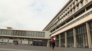 Un formulaire censé aider à repérer les signes de radicalisation à l'université de Cergy (Val-d'Oise) a provoqué un scandale dans l'opinion et parmi les enseignants et les étudiants. (FRANCE 3)