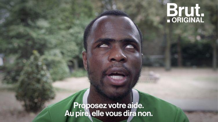 """VIDEO. """"Avec la crise sanitaire, les gens nous aident beaucoup, beaucoup moins"""", dit Yvan, aveugle (BRUT)"""