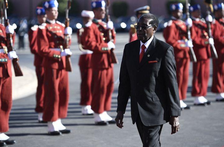 L'ancien président du Zimbabwe, Robert Mugabe, photographié à Marrakech le 15 novembre 2016, lors de la COP 22 sur le climat. (STEPHANE DE SAKUTIN / AFP)