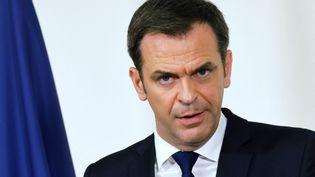 Le ministre de la Santé, Olivier Véran, le 11 mars 2021 à Paris. (LUDOVIC MARIN / AFP)