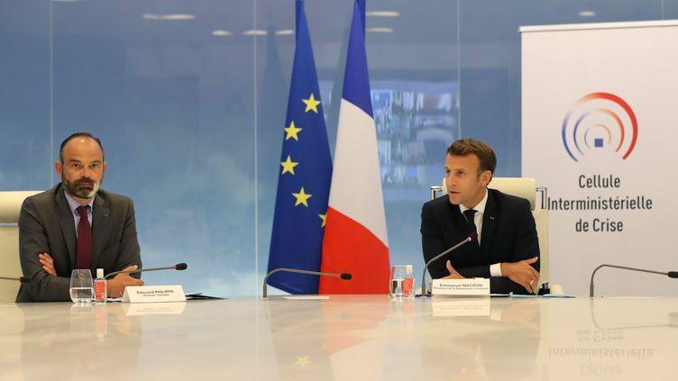 Le Premier ministre Edouard Philippe et le président de la République, Emmanuel Macron, le 13 mai 2020 à Paris. (LUDOVIC MARIN / POOL / AFP)