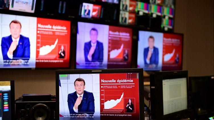 Emmanuel Macron s'adresse aux Français au sujet de l'épidémie de Covid-19, depuis l'Elysée, le 31 mars 2021. (MARTIN BUREAU / AFP)