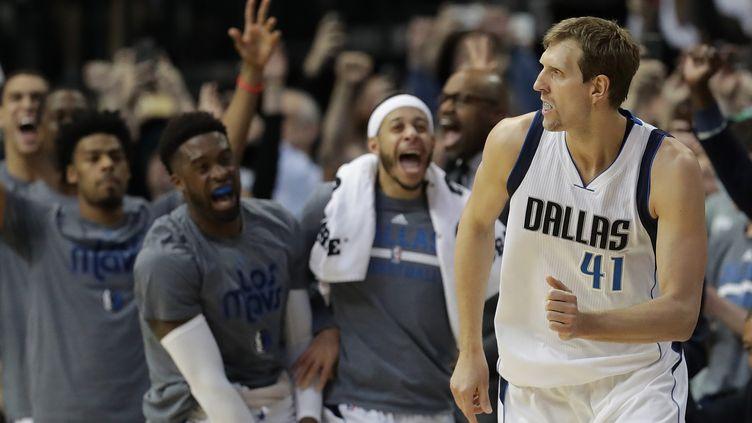 Dirk Nowitzki (Dallas) dans le club très fermé des joueurs NBA à plus de 30.000 points en carrière (RONALD MARTINEZ / GETTY IMAGES NORTH AMERICA)