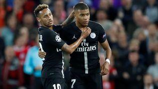 Les joueurs du PSG Neymar et Kylian Mbappé lors de la rencontre contre Liverpool au stade Anfield, le 18 septembre 2018. (CARL RECINE / REUTERS)