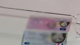 Carte d'identité : plus petite, plus sûre, la nouvelle CNI est déployée (France 3)