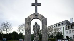 La statue de Jean-Paul II, à Ploërmel (Morbihan), le 5 janvier 2016. (DAMIEN MEYER / AFP)