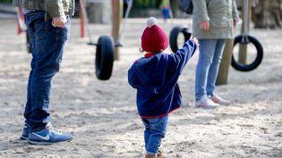 A Berlin,la sortie au parc est pour bon nombre de familles, le seul moyen de se changer les idées. (CHRISTOPH SOEDER / DPA)