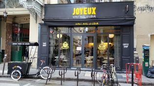 """Le café """"Joyeux"""" où travaillent 20 serveurs et cuisiniers autistes ou trisomiques. (BRUNO ROUGIER / RADIO FRANCE)"""