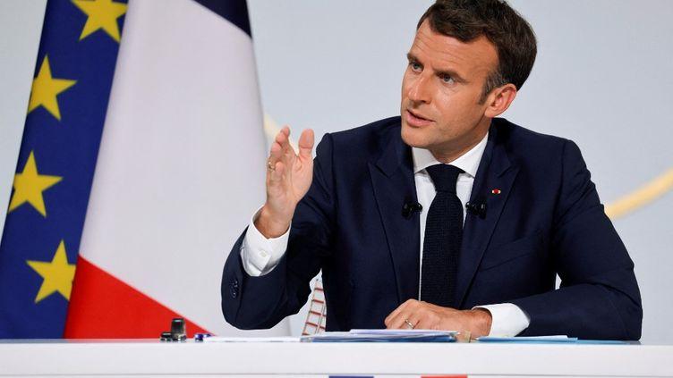 Emmanuel Macron, le 10 juin 2021 au palais de l'Elysée, à Paris. (PASCAL ROSSIGNOL / AFP)