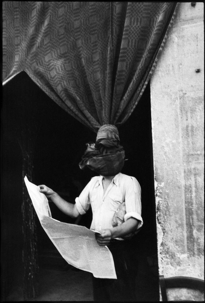 Henri Cartier-Bresson, Livourne, Toscane, Italie, 1933, Centre Pompidou, Musée national d'art moderne, Ancienne collection Christian Bouqueret, achat grâce au mécénat d'Yves Rocher  (Henri  Cartier-Bresson / Magnum Photos, courtesy Fondation Henri Cartier-Bresson)