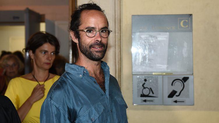 Cédric Herrou au tribunal d'Aix-en-Provence, le 8 août 2017. (BORIS HORVAT / AFP)