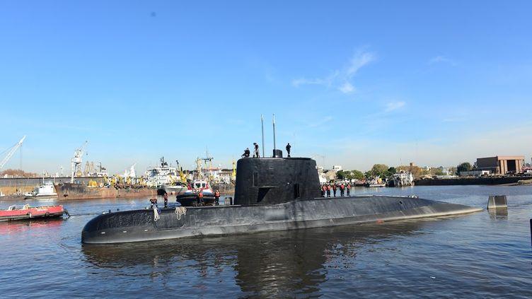 """Le sous-marin """"San Juan"""", à quai à Buenos Aires (Argentine), en 2014. (HANDOUT / MARINE ARGENTINE / AFP)"""