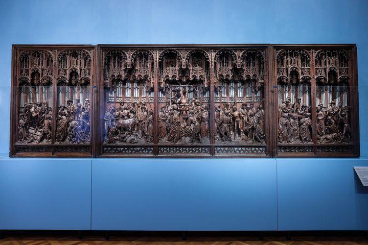 Le retable de Saint-Georges restauré, lors de sa présentation le 23 avril 2021 au Musée d'Art et d'Histoire de Bruxelles (KENZO TRIBOUILLARD / AFP)