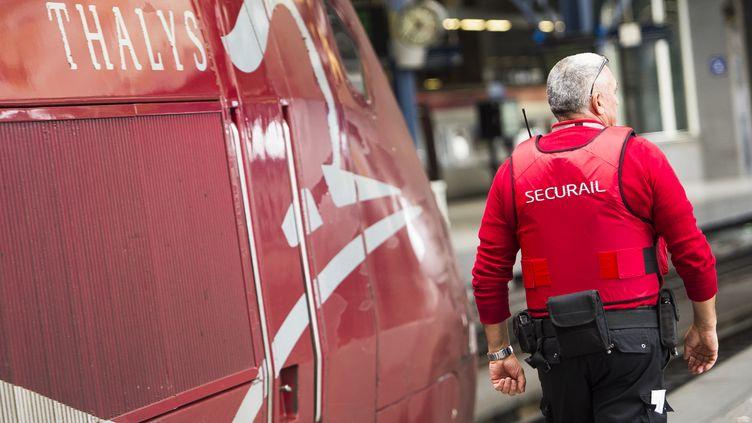 """Alors que la SNCF disposait précédemment d'agents qui pouvaient faire usage de leur arme seulement en uniforme, ces agents seront en civil. """"Le principe, c'est qu'on ne le voit pas"""", a indiqué Guillaume Pepy. (LAURIE DIEFFEMBACQ / BELGA MAG / AFP)"""