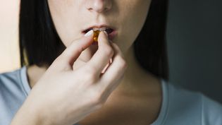 L'Agence nationale de sécurité sanitaire de l'alimentation (ANSES) alerte, mercredi 11 avril 2018, sur les effets indésirables des compléments alimentaires à la mélatonine. (MAXPPP)