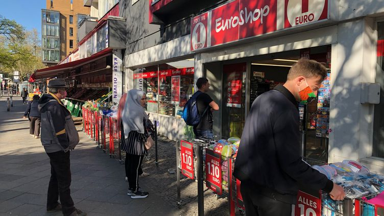 Des commerces ont rouvert à Berlin (Allemagne), le 22 avril 2020. (LUDOVIC PIEDTENU / RADIO FRANCE)