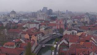 La Slovénie a été élue le pays le plus écolo au monde. Les habitants sont champions du tri des déchets.    (FRANCE 2)