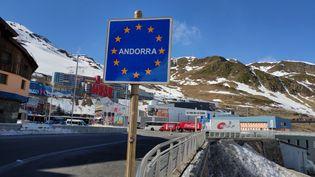 Arrivée dans la Principauté d'Andorre au Pas-de-la-Case. (SÉBASTIEN BERRIOT / FRANCE-BLEU ROUSSILLON)