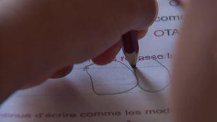 Consommation : des objets qui facilitent la vie des gauchers (France 3)