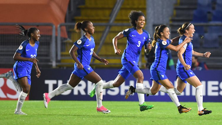 L'équipe de France folle de joie après sa qualification pour les quarts de finale de l'Euro féminin.