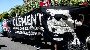 Une manifestation antifasciste en mémoire de Clément Méric, à Paris, le 6 juin 2015. (YANN KORBI / CITIZENSIDE / AFP)