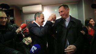 Les figures de la corse nationaliste, Jean-Guy Talamoni et Gilles Simeoni, le 3 décembre 2017 à Bastia. (MAXPPP)
