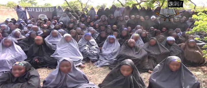 Le groupe islamiste Boko Haram a diffusé, lundi 12 mai 2014, une vidéo dans laquelle apparaît une centaine de jeunes filles, présentées comme les lycéennes enlevées mi-avril au Nigeria. (AFP)