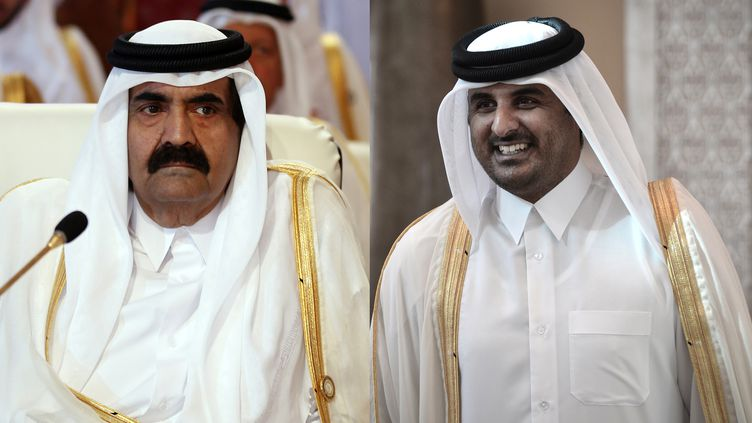 A gauche : l'émir du Qatarcheikh Hamad ben Khalifa Al Thani, le 26 mars 2013, dans la capitale Doha. A droite : son successeur, cheikh Tamim ben Hamad Al Thani, le 24 décembre 2012 à Manama (Bahreïn). (KARIM SAHIB / MOHAMMED AL-SHAIKH / AFP)