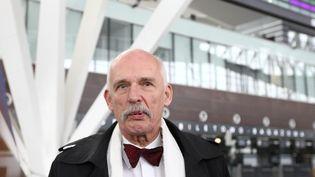 Janusz Korwin-Mikke, député européen polonais, le 20 mars 2015, à l'aéroport de Gdansk, en Pologne. (MICHAL FLUDRA / NURPHOTO)