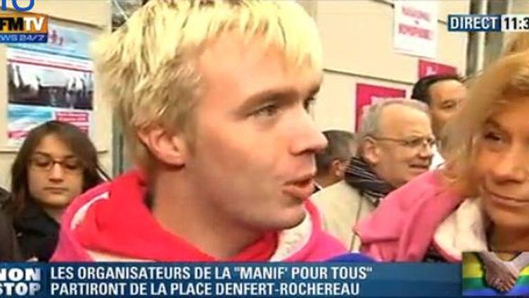 """Capture d'écran de BFMT montrant le militant anti-mariage des homosexuels Xavier Bongibault lors de la """"manif pour tous"""", le 13 janvier 2013. (FRANCETV INFO)"""