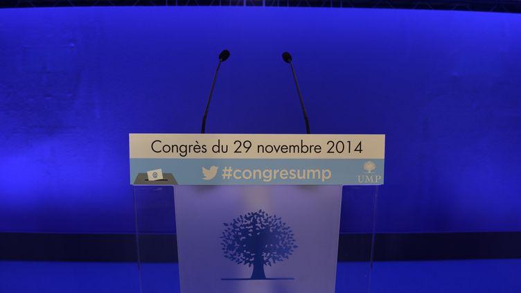 Un pupitre installé au siège de l'UMP, à Paris, à l'occasion de l'élection du président du parti, le 29 novembre 2014. (MIGUEL MEDINA / AFP)