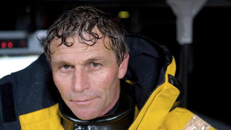 Le skipper suisse Bernard Stamm le 1er octobre 2012 lors d'une session d'entraînement près de Brest. (JEAN-MARIE LIOT / DPPI / AFP)