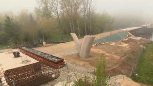 Les défenseurs du patrimoine ont obtenu gain de cause. La justice a annulé le chantier de contournement du village de Beynac en Dordogne. Une commune médiévale que tentent de protéger ses habitants depuis des années. (FRANCE 3)