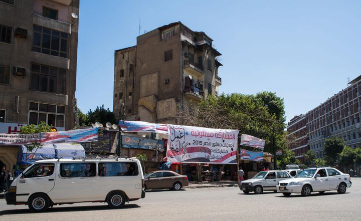 Au Caire, des bannières installées dans les lieux public appellent les électeurs à dire oui au référendum. Photo prise le 12 avril 2019. (CHINE NOUVELLE/SIPA / XINHUA)