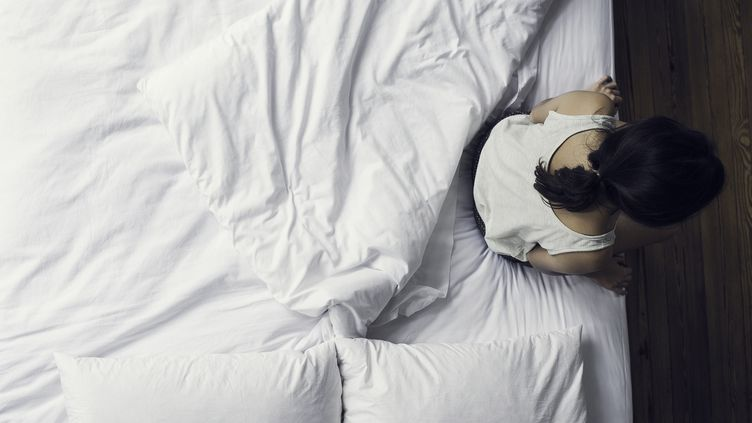 Image d'illustration d'une jeune femme seule dans une chambre. (MAXPPP)