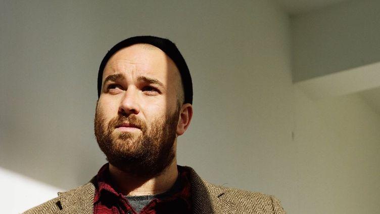 Le chanteur anglais Lewis Evans (LEWIS EVANS)