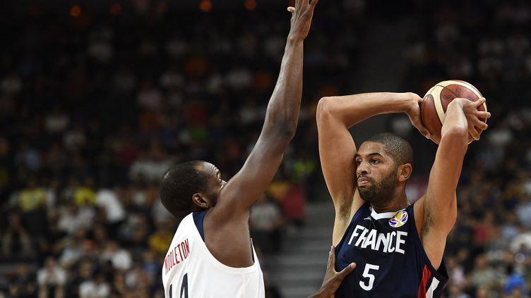 Le basketteur Nicolas Batum avec l'équipe de France, lors des quarts de finale du Mondial contre les Etats-Unis, le 11 septembre 2019. (YE AUNG THU / AFP)