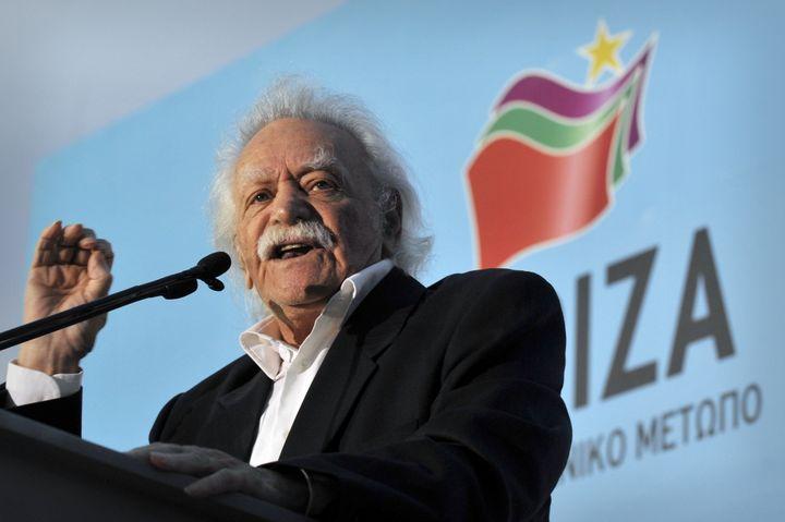 Manolis Glezos, ancien résistant grec, donne un discours, le 3 mai 2012 à Athènes (Grèce). (LOUISA GOULIAMAKI / AFP)