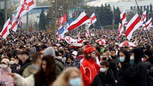 Lors d'une manifestation de l'opposition dans les rues de Minsk, le 25 octobre 2020 (photo d'illustration). (STRINGER / AFP)