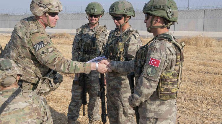 Des soldats américains et turcs en patrouille dans le nord de la Syrie, le 4 octobre 2019. (MAXPPP)
