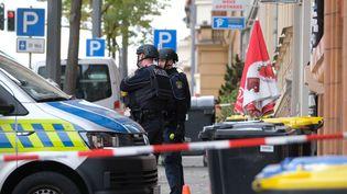 Des policiers sécurisent les lieux d'une fusillade meurtrière à Halle (Land de Saxe-Anhalt, Allemagne), mercredi 9 octobre 2019. (SEBASTIAN WILLNOW / DPA / AFP)